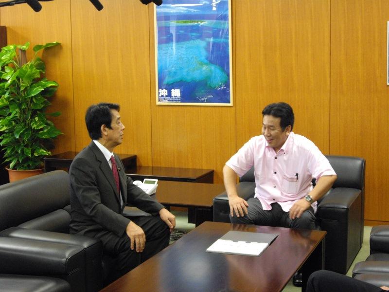 新旧沖縄及び北方対策担当大臣引継式、職員への挨拶式 : 沖縄政策 - 内閣府